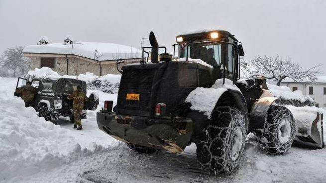 La provincia dell'Aquila in ginocchio per terremoto e neve (Afp)