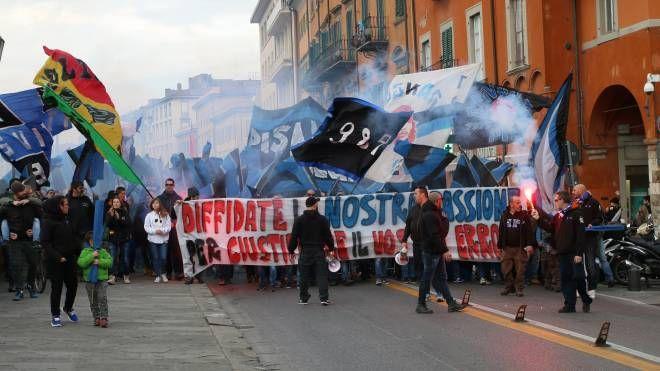 I tifosi del Pisa in corteo