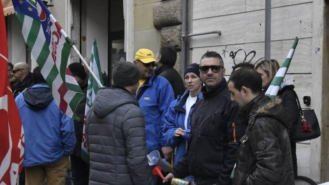 La protesta in via Roma (foto Novi)