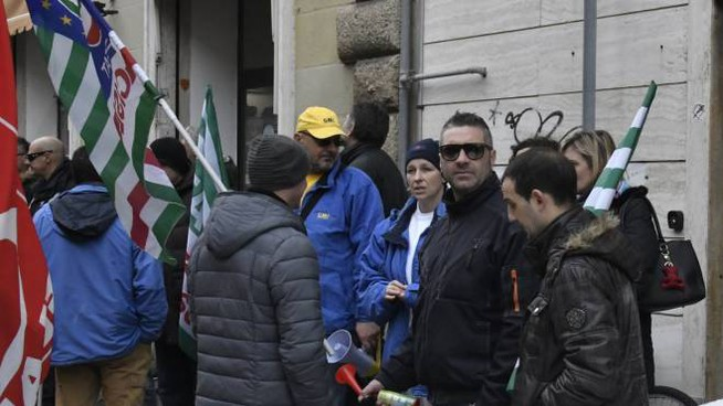 La protesta in via Roma (foto Novi)