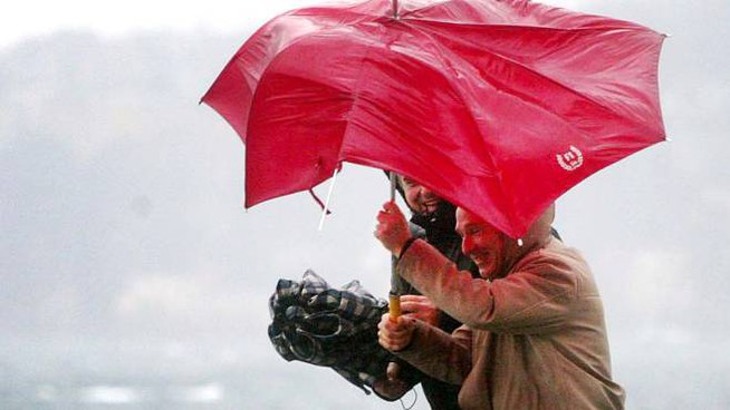 Allerta meteo per vento forte (Ansa)