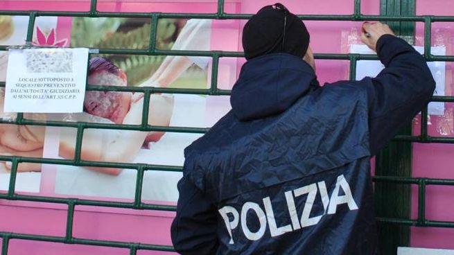 La polizia ha chiuso altri due centri massaggi