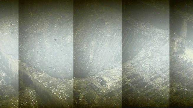 Fukushima, l'interno del reattore numero 2 ripreso dal robot (Afp)
