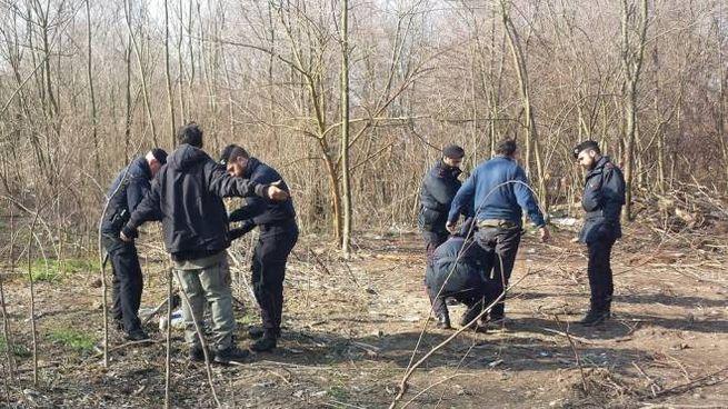 Controlli nel bosco della droga di Rogoredo