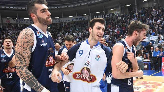 L'esultanza dei giocatori della Bondi Ferrara (foto Schicchi)