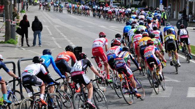 9a577561d950 Coppi e Bartali 2017, strade chiuse per il passaggio dei ciclisti a ...