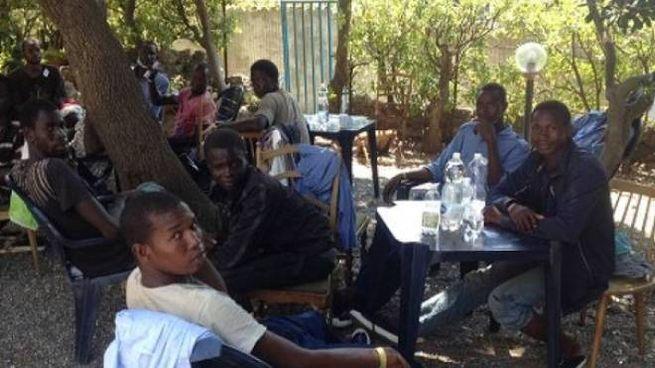 Alcuni migranti alloggiati all'hotel Saint Vincent a Castiglioncello