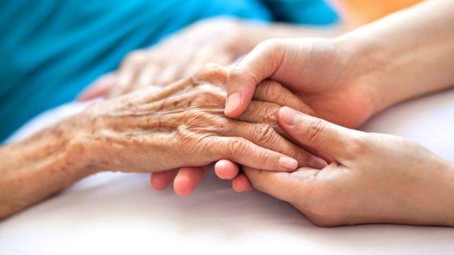 Anziani malati, assistenza domiciliare, caregiver