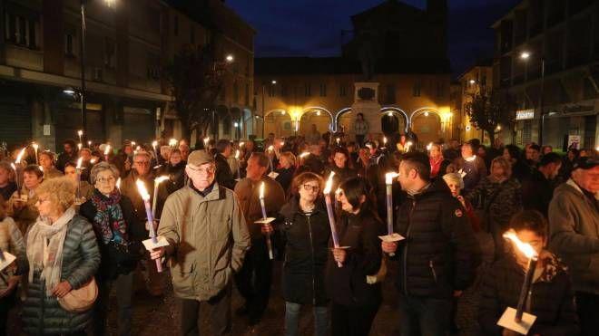 Bologna, omicidio a Budrio, la fiaccolata (Ansa)