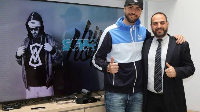 Il rapper Mondo Marcio con il direttore del centro commerciale Antonello Corrado