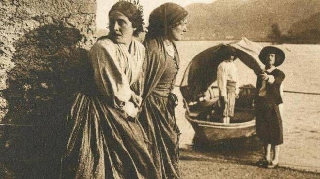 Nella pellicola la parte  di Lucia fu affidata a Gigetta Morano; interprete di Renzo fu Mario Voller-Buzzi che vediamo a fianco con Lucia Sopra un'immagine del film