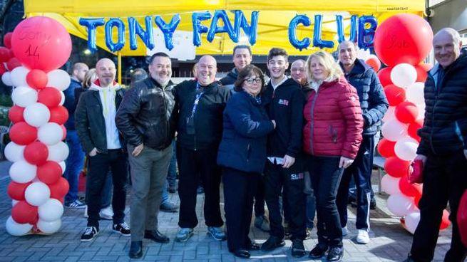 Tony Arbolino insieme ai suoi tifosi