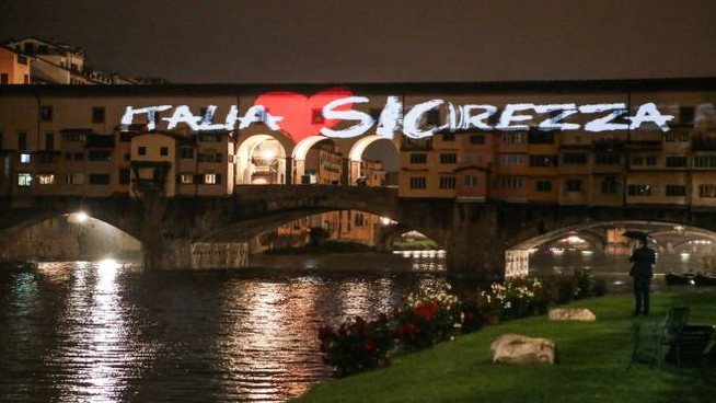 Italia Loves Sicurezza. Proiezione su Ponte Vecchio (New Press Photo)