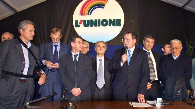Romano Prodi dopo la vittoria delle primarie di coalizione dell'Unione (Olycom)