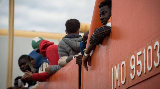 Migranti soccorsi nel Mediterraneo (Olycom)