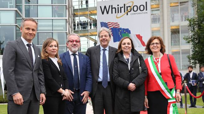 Le autorità all'inaugurazione del nuovo quartier generale Whirlpool