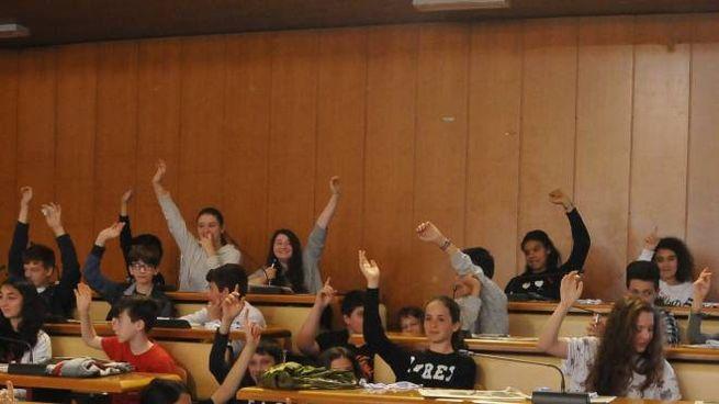 Ragazzi e ragazze in festa per la premiazione (foto Nizza)