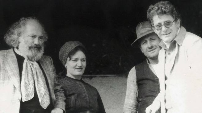 Ermanno Olmi sul set de L'albero degli zoccoli con alcuni protagonisti  del film