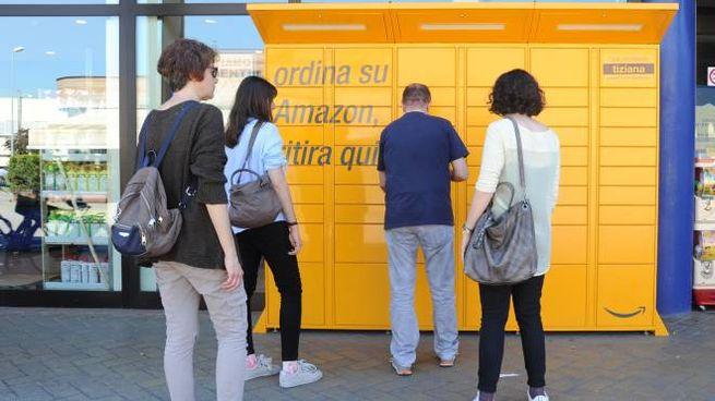 Il servizio '24 ore su 24' si trova in Viale Allegri  (supermercato U2)  e in Corso Vittorio Emanuele (Bper)