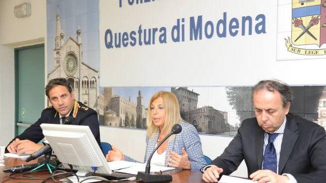 Modena Mazzette Per I Permessi Di Soggiorno Indagati Due