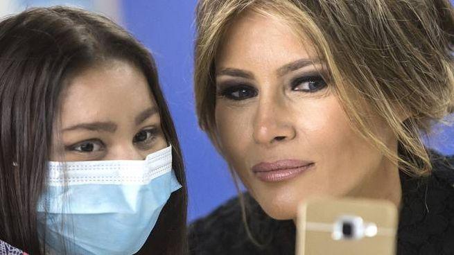 Melania Trump con i bambini malati dell'ospedale Bambin Gesù di Roma (ImagoE)