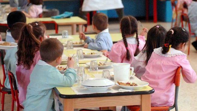 Pranzo a scuola (foto d'archivio Spf)