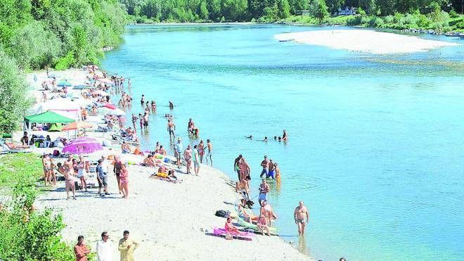 Una spiaggia sul Ticino