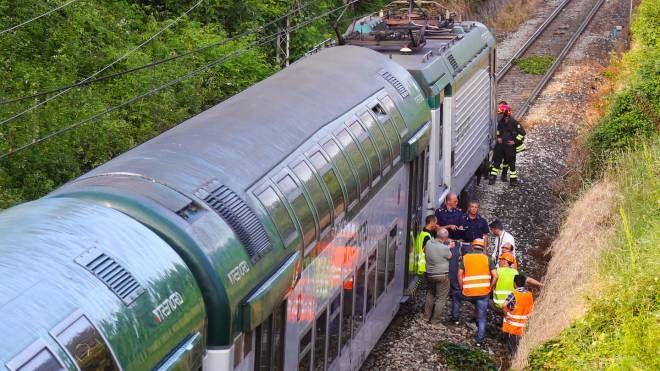 Il treno uscito dalle rotaie (De Pascale)