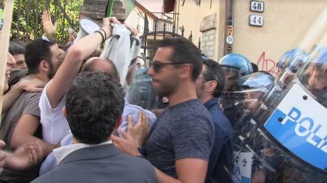 Il momento di contatto tra gli antagonisti e la polizia