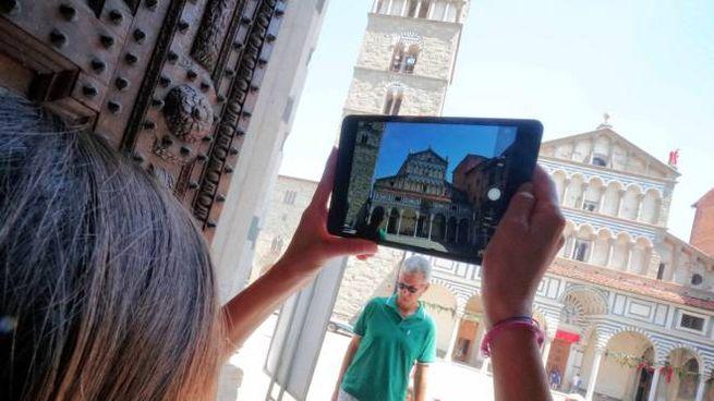 Pistoia vista attraverso il tablet (Acerboni / FotoCastellani)