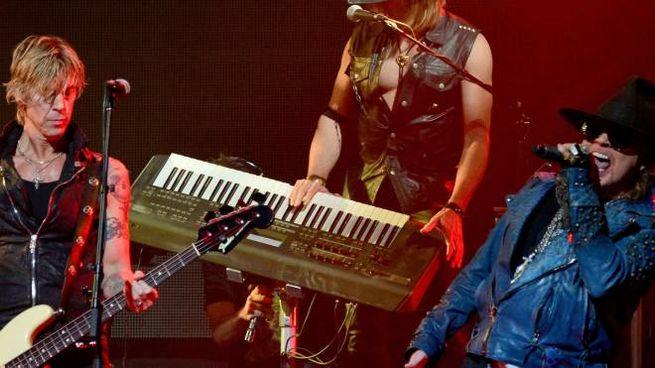 Tra ventiquattr'ore i Guns N' Roses saliranno sul palco in autodromo per l'unica data del tour in Italia In alto a destra, il sindaco Daniele Manca, ieri su Uno Mattina per invitare i fans alla massima responsabilità