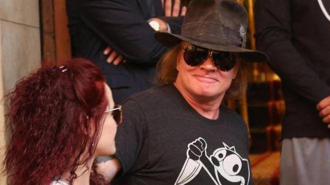Guns N'Roses a Bologna, l'abbraccio dei fan (foto Ansa)