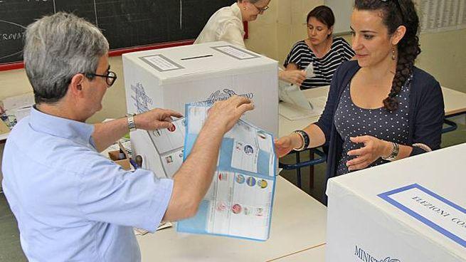 Nel pomeriggio di sabato 10 giugno l'insediamento dei seggi per la timbratura delle schede