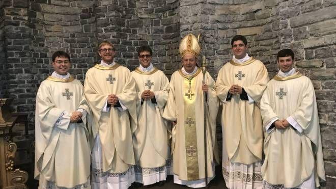 I nuovi sacerdoti con il vescovo