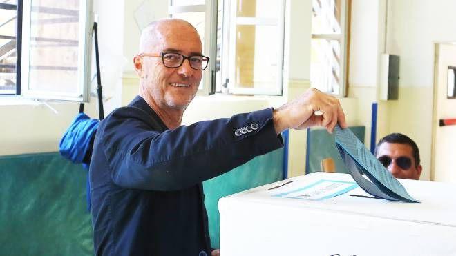 Paolo Manfredini al voto (foto Frascatore)
