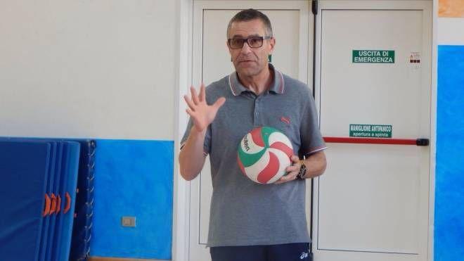 Enzo Cannone, allenatore di pallavolo giovanile, è direttore tecnico della Coop Novate