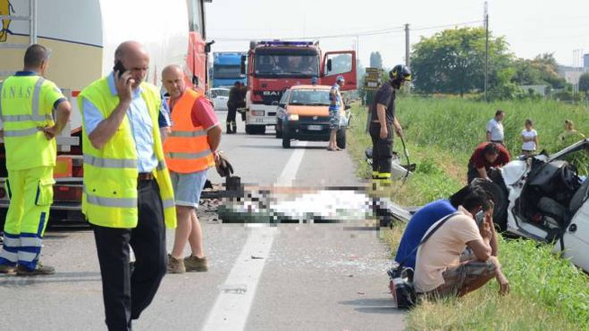 Incidente mortale sulla Romea (Foto Donzelli)