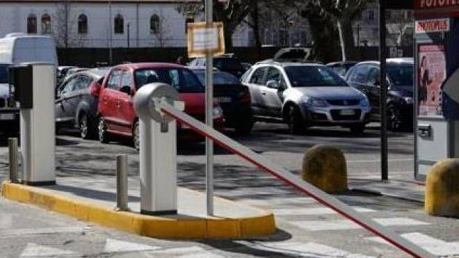 Per uscire dal parcheggio dove era entrato senza autorizzazione, il professionista ha scelto la maniera forte (foto d'archivio)