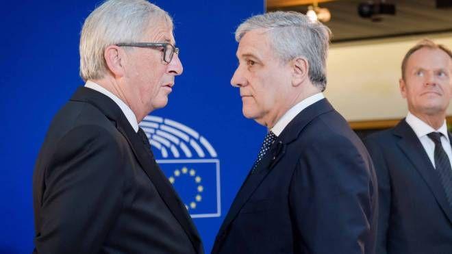 Jean Claude Juncker e Antonio Tajani (LaPresse)