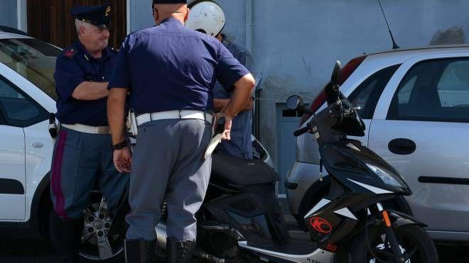 Controlli alle assicurazioni di auto e scooter, in campo Polizia ...