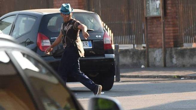 MOLESTI Uno dei parcheggiatori abusivi che ogni giorno  si ritrovano  in largo Nigrisoli