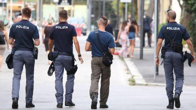 Rimini, controlli della Polizia a Marina Centro (Foto Petrangeli)