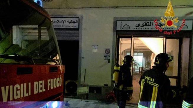 L'intervento dei vigili del fuoco in borgo Allegri