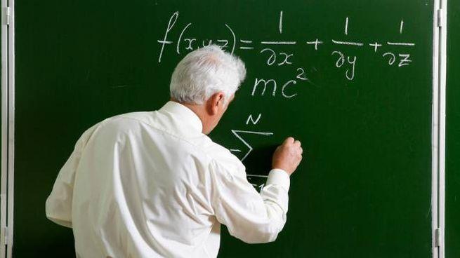 Scuola, professore in cattedra (foto repertorio)