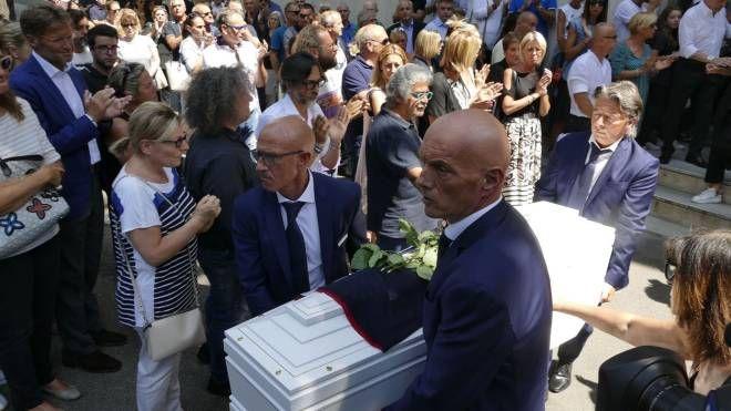 Il funerale di Linda a Prato (foto Attalmi)