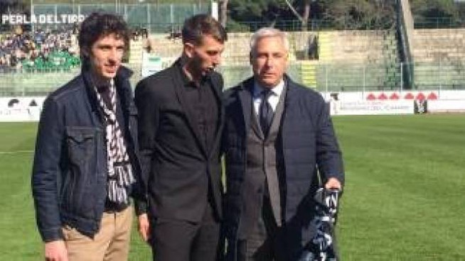 Bernardeschi e Del Ghingaro alla Viareggio Cup: il giocatore rifiutò la sciarpa juventina