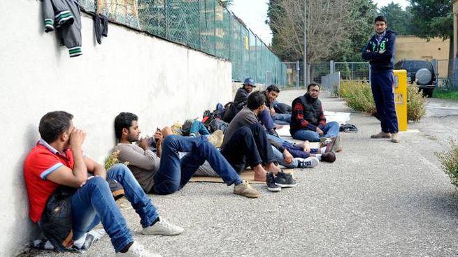 Profughi pakistani arrivati a Macerata (foto Calavita)