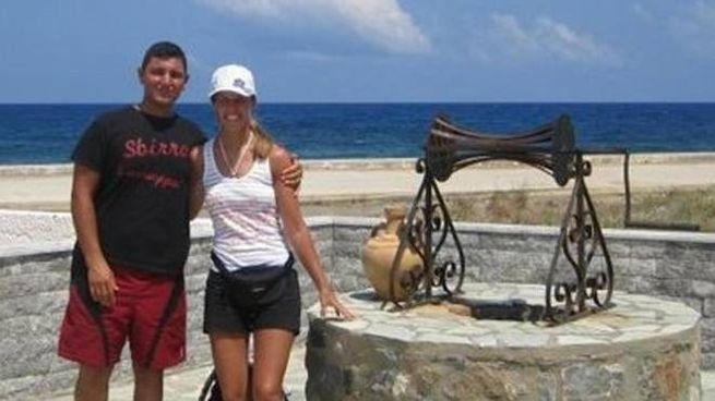 Erika Preti e Dimitri Fricano in una foto delle vacanze (Ansa)