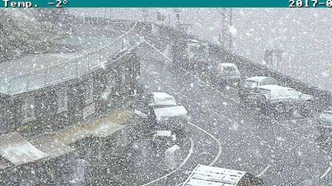 Neve a passo dello Stelvio (Foto webcam Banca Popolare di Sondrio)