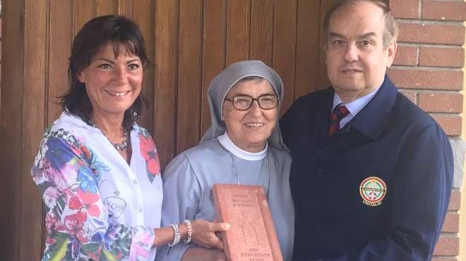 Suor Bertilla con Vittore De Carli e Alessandra Bernasconi